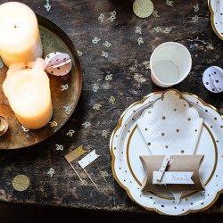 16 Serviettes blanches à pois et festons dorés