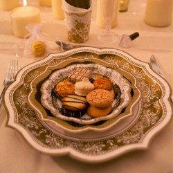 12 petites assiettes Noël or