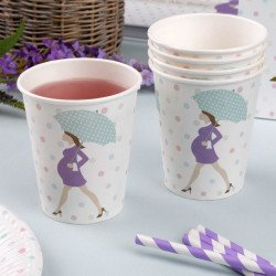 Gobelets baby shower purple sur une table (x8)