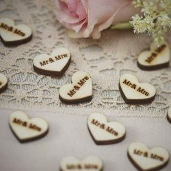 25 confettis Mr & Mrs coeurs  bois
