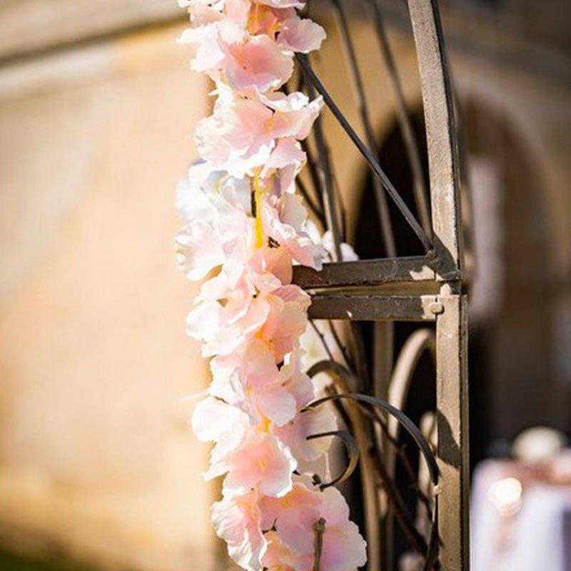 Guirlande de fleurs rose poudré